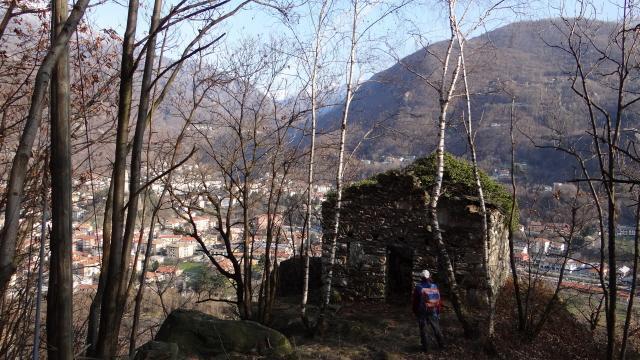 ai ruderi di san Michele con vista su Pont Canavese