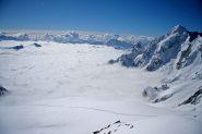 Il Monte Dolente domina sul mare di nuvole
