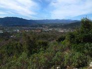 Salendo uno sguardo sulla pianura Ingauna