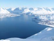 in cima, Ullsfjorden e Alpi di Lyngen