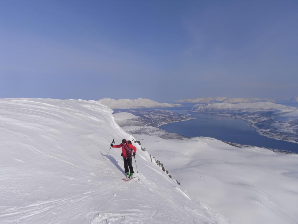 Francesco esce in cima, Hessfjorden sullo sfondo