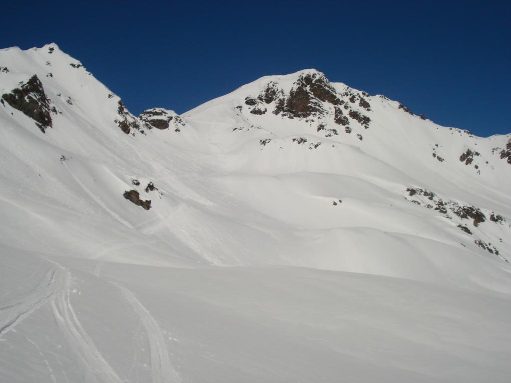 I bei pendii carichi di neve del Monte Rosso di Vertosan
