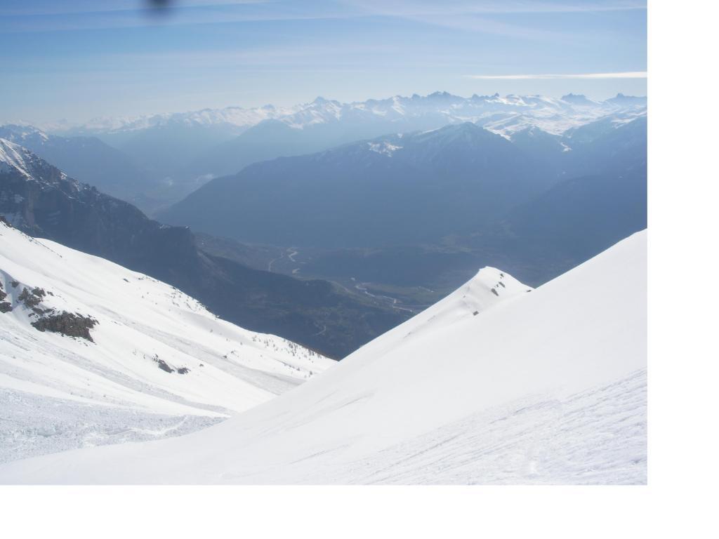 La spalla(2677m), la Valle della Durance e al fondo il Queyras..