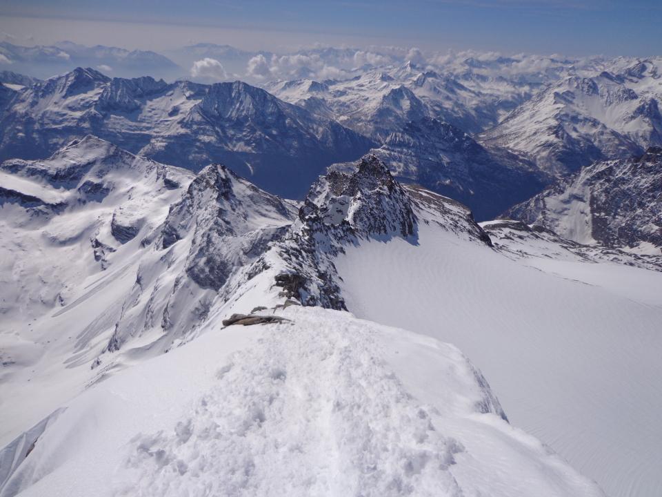 dalla cima panorama sulla cresta di salita