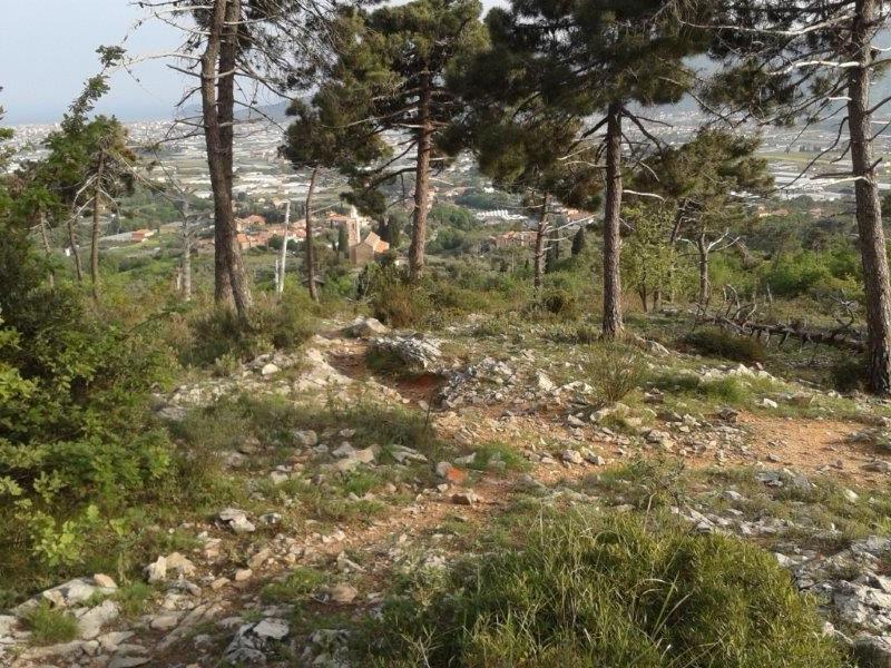 Il punto dove si incontra il sentiero di salita del cimitero