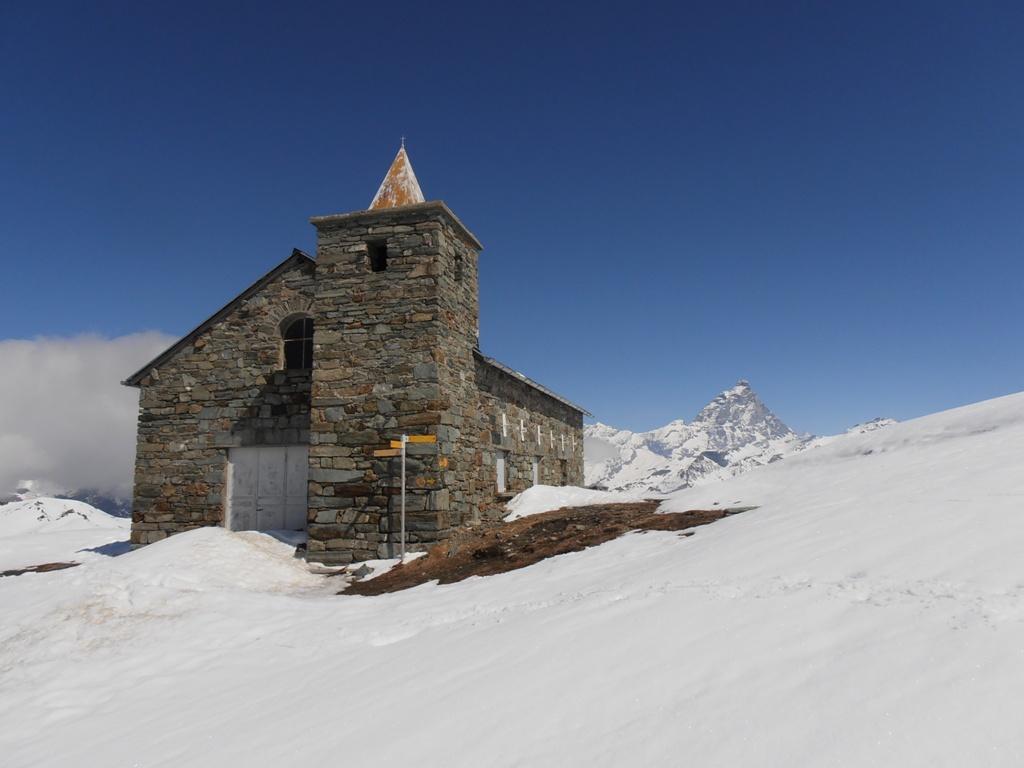 01 - Santuario Clavalité e Cervino sullo sfondo