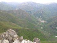 I boschi attraversati e Borgo di Nasino laggiù in basso