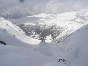 La parte alta del vallone dalla vetta.. con lo sfondo della Falita e della Testa dei Fra'