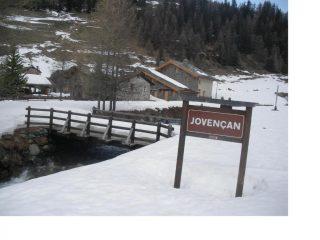 Il ben conservato borgo di Jovencan ca a meta' vallone
