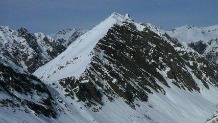 Il ripido pendio sommitale in una foto di qualche anno fa scattata dalla Rocca Rossa