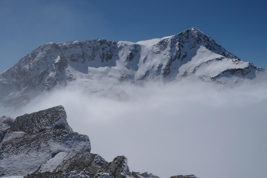 Dalla vetta il Giusalet esce dalle nubi