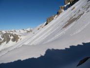 dal colle, colpo d'occhio verso i pendii sotto l'Oronaye - la neve comincia a scarseggiare a sud