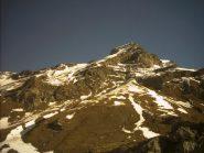 L' itinerario per il Mont Glacier è prevalentemente erboso, mentre i pendii del Delà sono ancora uniformente innevati.