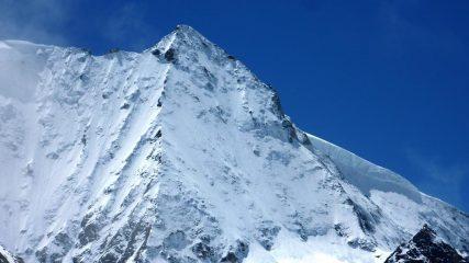 la perfezione della linea mont blanc de cheilon visto dalla cabane de dix sorseggiando birra