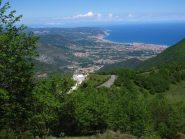 Il Santuario di Monte Croce immerso nel verde e il Golfo Ligure