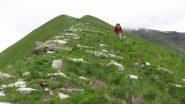 salendo l'ampio cosotolone Sud verso il Monte Monega (19-5-2013)