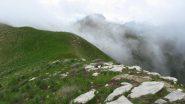 crinale e nebbie salendo alla Cima Donzella (19-5-2013)