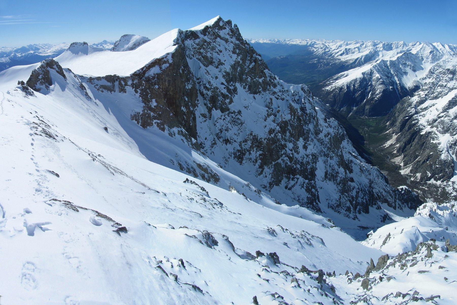 dalla vetta del Pic de Dormillouse, a sx il glacier du Monetier e al centro il Pic du Rif che copre la Pointe des Arcas