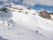 Quasi in vetta con alle spalle  il Monte Salza (nostra meta iniziale)