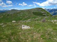 Il costone del Dubasso verso il Colle San Bartolomeo e dietro l'Armetta