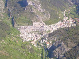 Vista dell' abitato di Tenda dalla punta del Chaberta.