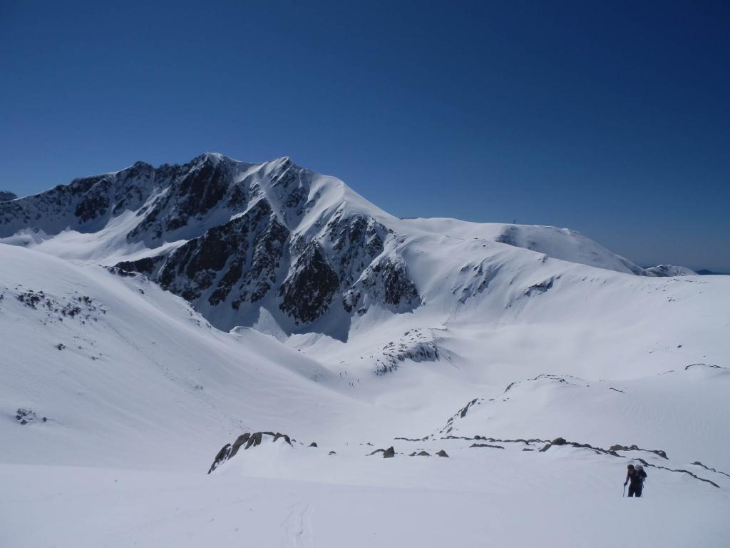 dalla cima, vista su Passo di Collalunga e sull'Autaret