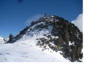 La rocciosa vetta della Rocca Negra.. con Paolo gia' in punta e Rodo che segue..