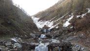 ...dal ponte d'Almiane, come si presenta ad oggi il canalone...
