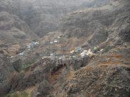 Il paese di Fonthaynas, abbarbicato sulle rocce