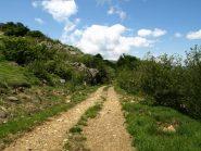 Deviazione sulla sterrata del versante nord della Rocca Crocetta