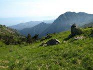 Vista da Pian di Lerca verso Cogoleto. Sulla destra Monte Rama