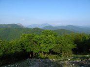 Vista verso Rocca Barbena e Galero salendo al Carmo