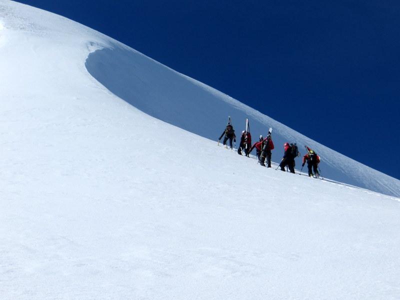 Equipe italo svizzera batte traccia sulla cresta