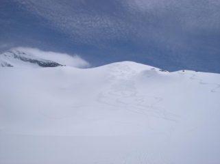 Punta d'Arnas sulla sinistra e tracce che attestano le 5 stelle