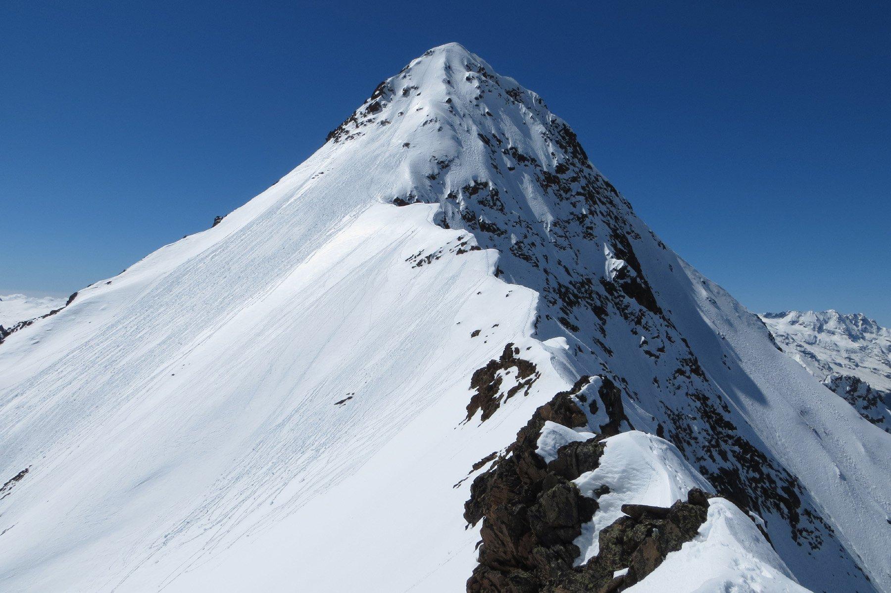 la cuspide terminale vista dalla cresta verso la Valaisan