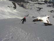 La neve cede anche sulla cresta finale