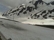 il lago ancora ghiacciato