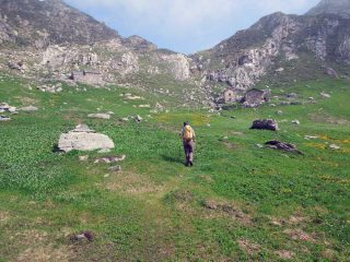 verso l'alpe mombarone e dietro il pendio da salire