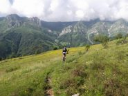 single track pianeggiante sotto il monte Ribè
