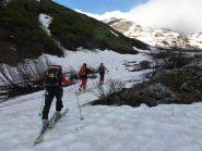 Si calzano gli sci a 2050m e dopo 50' di portage