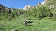iniziando a risalire il bosco des Chalanches (23-6-2013)