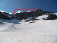 a quota 2750 m - nel traverso al Passo dei Ghiacciai si passa sotto la cresta Est del Gelas