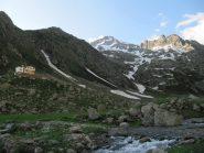 vista del rif. Soria e della Gorgia della Maura con la neve che arriva fino a 1850 m ca.