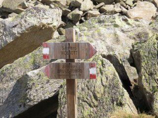 Segnaletica sentieri presso l'Alpe Muanda
