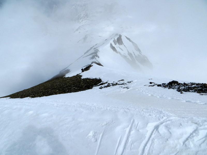 Crinale ripido e neve dura.