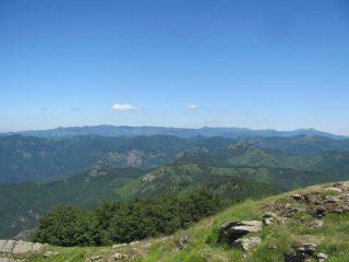 Vista dalla vetta verso Antola, Lesima e Alfeo