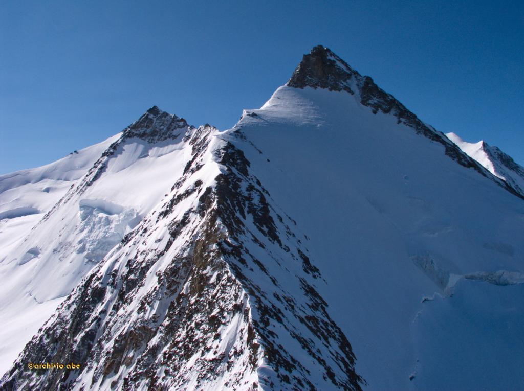 Il tratto di cresta tra il Dirrujoch e l'Hobarghorn
