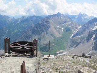 la vecchia teleferica e sullo sfondo la Meja