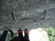 Ed il gradino piegato.... (Non che quello sotto sia tanto piu' dritto, eh?)