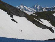 Dopo il colle della Pointe Rousse, in fondo Aiguille des Glaciers e Trelatete